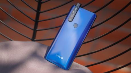 Vivo V15 trang bị camera selfie dạng pop-up, mang đến trải nghiệm màn hình tràn viền trọn vẹn