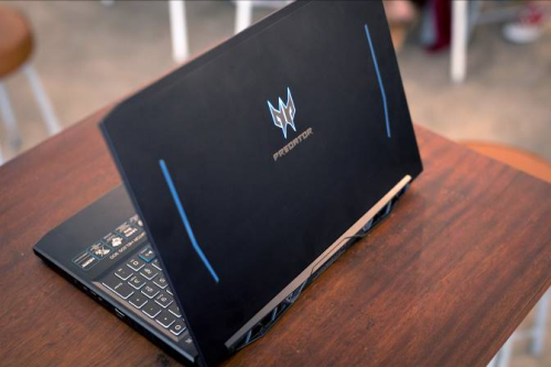 Trải nghiệm laptop chơi game Predator Helios 300 - 1