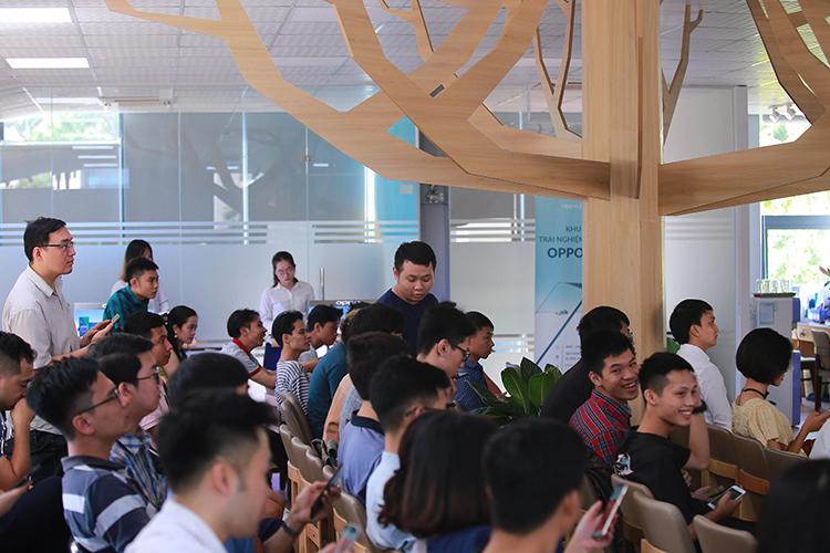 Các khách mời tham dự sự kiện.