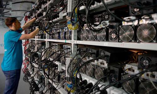 Một hệ thống máy đào tiền ảo. Ảnh: Forbes