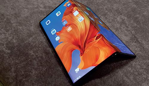Smartphone màn hình gập chưa thể phổ biến do các vấn đề về màn hình. Ảnh: Android PIT.