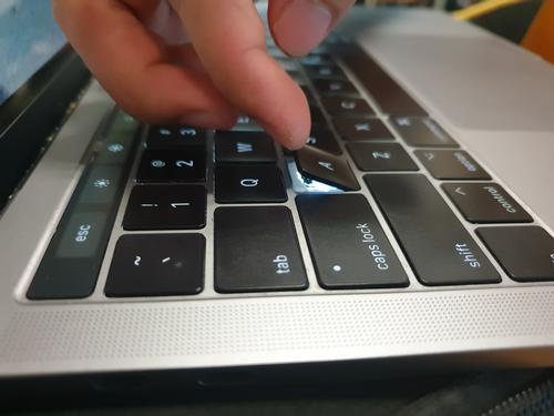 MacBook sẽ không dùng bàn phím cánh bướm - Ảnh 1