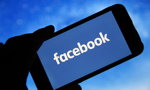 Facebook có thể gây nghiện. Ảnh: Guardian.