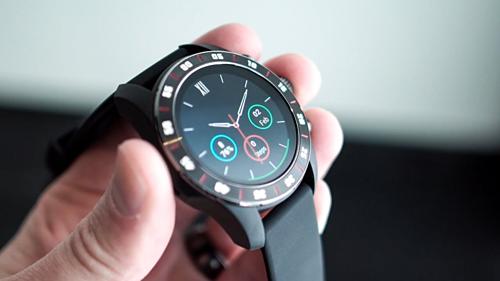 Một thiết bị đeo tay sử dụng con chip Wear 3100. Nguồn: DroidLife
