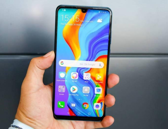 6 smartphone trên 10 triệu đồng dùng như điện thoại cao cấp