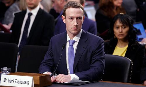 CEO Facebook Mark Zuckerberg điều trần trước Quốc hội Mỹ năm 2018 sau bê bối Cambridge Analytica. Ảnh: WSJ