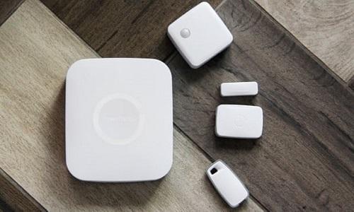 Thiết bị kết nối và điều khiển đồ điện tử bằng giọng nói