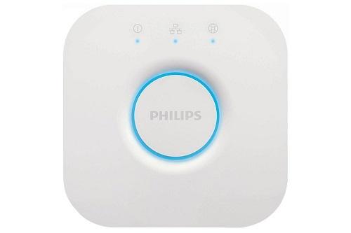Philips Hue Smart Hub: Với sản phẩm này, người dùng có đến 50 lựa chọn chế độ đèn thông minh. Thiết bị có thể kết nối và được điều khiển bằng giọng nói nhờ trợ lý ảo Alexa, Apple HomeKit hoặc Google Assistant. Smart Hub đến từ Philips cho phép bạn quản lý toàn bộ các thiết bị thông minh của Philips Hue thông qua ứng dụng cùng tên ngay cả khi bạn không ở nhà.