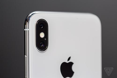 Với camera ToF, iPhone có thể chụp ảnh chân dung tốt hơn. Ảnh: The Verge.