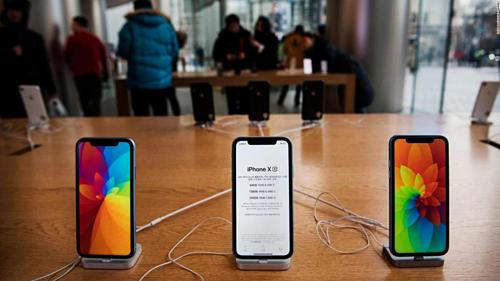 Doanh thu iPhone giảm tới 3,5 tỷ USD so với năm ngoái và chưa được 50% doanh thu chung của Apple. Ảnh: cnnespanol2