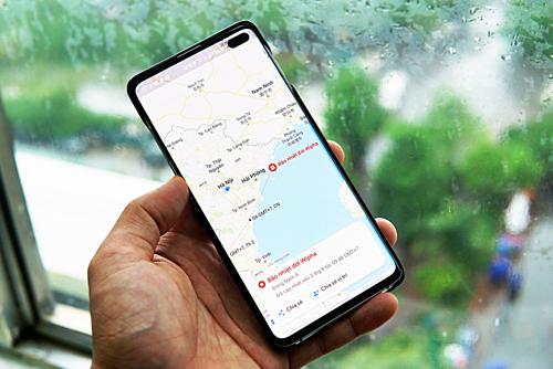 Giao diện Google Maps cảnh báo đậm về bão Wipha. Ảnh: Lưu Quý.