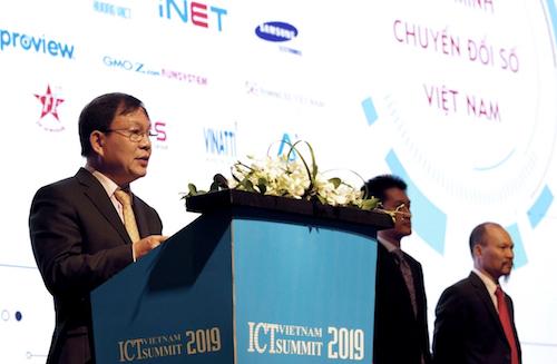 Lê Đăng Dũng, Chủ tịch Liên minh Chuyển đổi số Việt Nam, chia sẻ tại Vietnam ICT Summit. Ảnh: Việt Thắng.