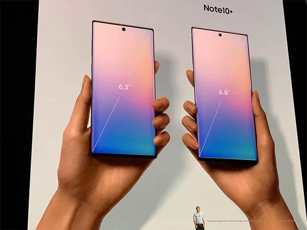 Galaxy Note 10 màn hình 6,3 inch và Note 10+ màn hình 6,8 inch.