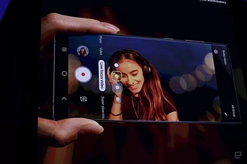 Bộ đôi Galaxy Note10 được trang bị nhiều tính năng quay phim chuyên nghiệp. Ảnh: Engadget.