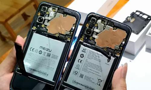 Bo mạch của điện thoại Meizu 16XS (trái) và Vsmart Live (phải) có thiết kế tương tự nhau.