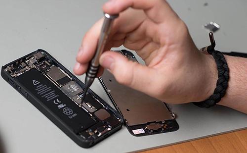 Người dùng có thể sửa chữa iPhone tại các cửa hàng thay vì đến các trung tâm bảo hành của Apple.