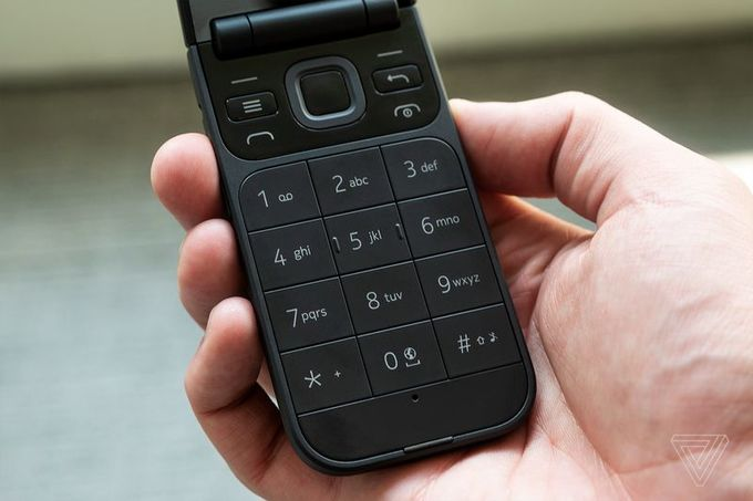 2720 Flip được trang bị bàn phím nhập liệu T9 truyền thống