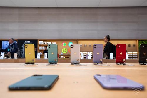 Năm nay, Apple công bố ba mẫu iPhone mới gồm iPhone 11 với giá khởi điểm 699 USD, iPhone 11 Pro giá 999 USD và iPhone 11 Pro Max giá 1.099 USD.