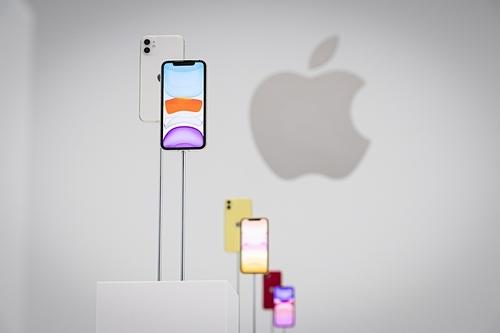 Sau 2 tuần xuất hiện, giá iPhone 11 ở Việt Nam liên tục hạ. Ảnh: Thestar