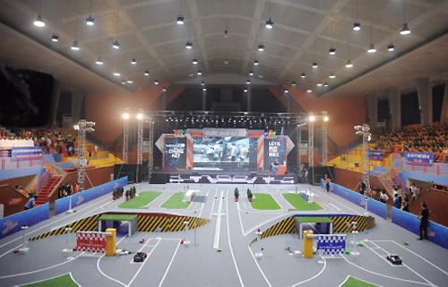 sân thi đấu rộng hơn 1.000m2 của đấu trường Chung kết Cuộc đua số năm thứ 3
