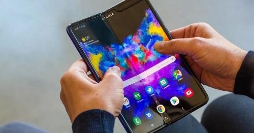 Sự cố màn hình khiến Samsung phải hoãn ngày ra mắt Galaxy Fold tới tháng 9. Ảnh: CNET