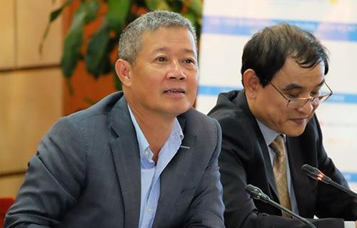 Thứ trưởng Nguyễn Thành Hưng phân tích sự tương đồng giữa ngành y tế với an ninh mạng tại buổi họp báo công bố sự kiện Ngày An toàn thông tin ngày 14/11. Ảnh: Mạnh Hưng.