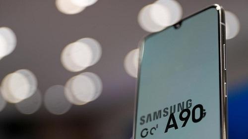 Galaxy A9s, một trong những mẫu điện thoại Galaxy do ODM thiết kế và sản xuất. Ảnh: Reuters