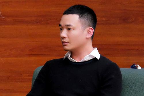 Nguyễn Hà Đông trong buổi trò chuyện với sinh viên mới đây. Ảnh: Lưu Quý