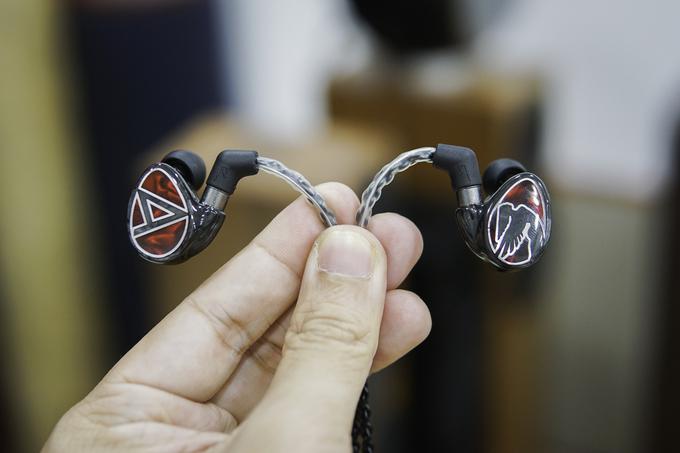 Tai nghe in-ear giá hơn 90 triệu đồng