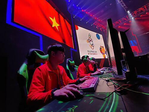 Tuyển eSport Việt Nam thua Philippines 0-2 trong trận chung kết nhánh trên bộ môn Dota 2 sáng 8/12. Ảnh: Dương Vi Khoa.