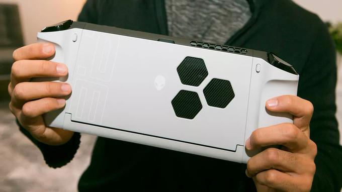 Máy tính Alienware dưới hình dáng Nintendo Switch