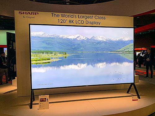 Mẫu TV 8K LCD lớn nhất thế giới với kích thước 120 inch của Sharp tại CES 2020. Ảnh: Tuấn Anh.