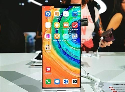 Huawei Mate 30 là smartphone đầu tiên của hãng không chạy hệ điều hành Android nhưng vẫn thành công ở Trung Quốc.