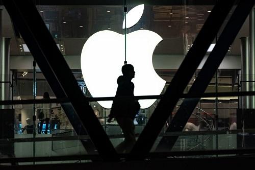 Các đối tác gia công thiết bị cho Apple đang tìm cách mở rộng quy mô sản xuất bên ngoài Trung Quốc. Ảnh: Bloomberg.