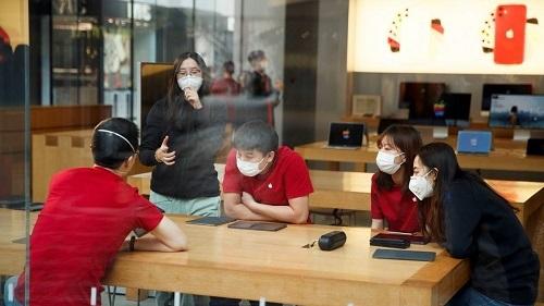 Bên cạnh ba cửa hàng buộc phải đóng cửa, nhiều cửa hàng Apple Store khác tại Trung Quốc đã thực hiện chính sách cắt giảm giờ làm. Ảnh: Bloomberg.