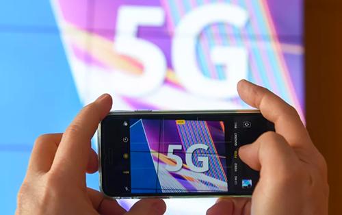 Smartphone 5G được dự đoán sẽ bùng nổ trong 2020. Ảnh: Cnet.