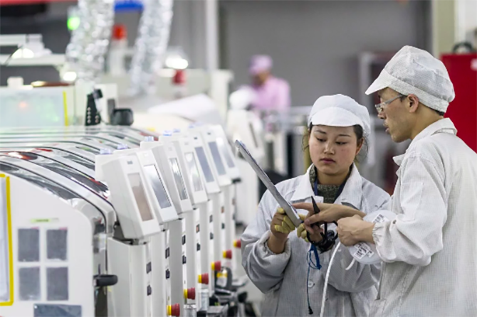 Công nhân Foxconn quay lại làm việc được thưởng 1.000 USD - ảnh 1