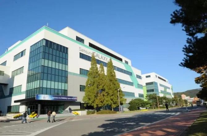 Nhà máy Samsung mở cửa trở lại - ảnh 1