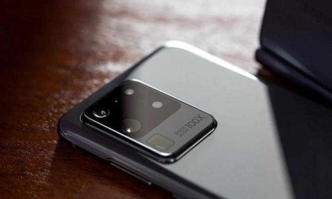 Cụm bốn ống kính của Galaxy S20 Ultra. Ảnh: PhoneArena.