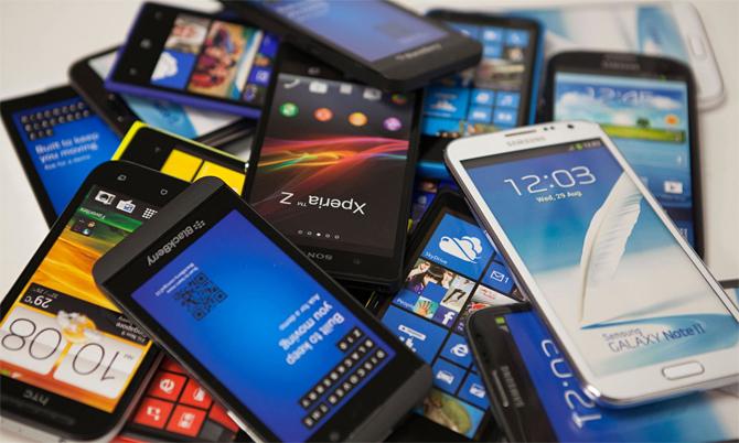 Nhiều điện thoại Android cũ vẫn đang được sử dụng. Ảnh: DigitalTrends.