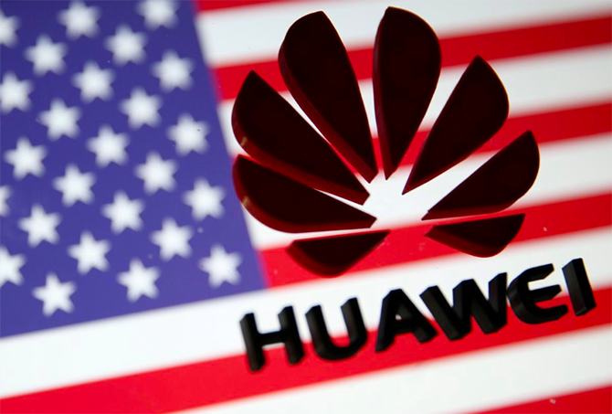 Mỹ vừa tiến thêm một bước để loại Huawei khỏi hệ thống viễn thông quốc gia. Ảnh: Reuters.