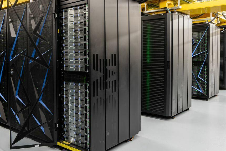 Siêu máy tính của IBM tạiPhòng thí nghiệm quốc gia Oak Ridge ở Tennessee (Mỹ). Ảnh:WSJ.