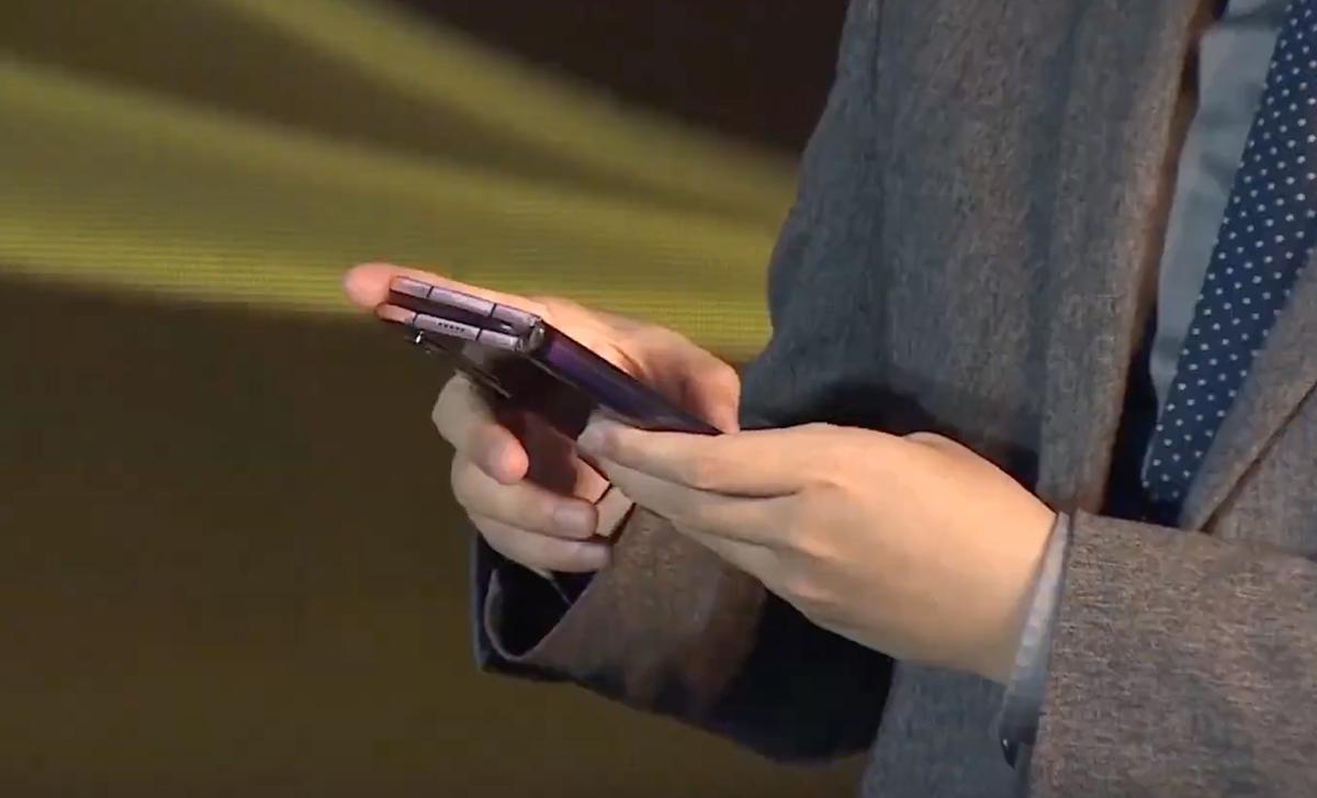 Thêm một smartphone gập giá nghìn đô - ảnh 2
