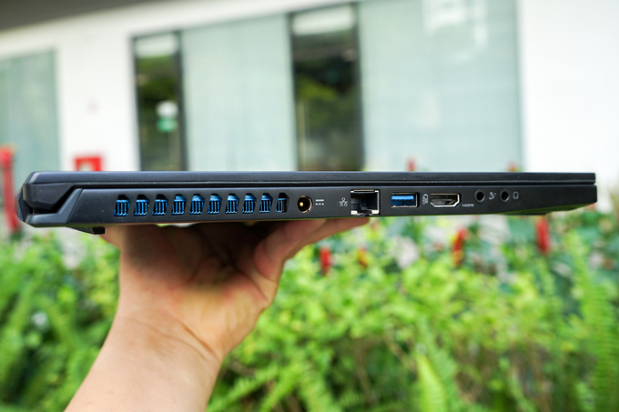 Laptop màn hình 300Hz giá 80 triệu đồng