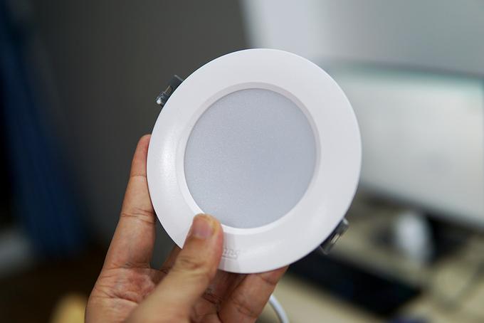 Đèn LED có kích thước nhỏ, ánh sáng chiếu theo hướng, dễ ứng dụng vào nhiều nhu cầu khác nhau.